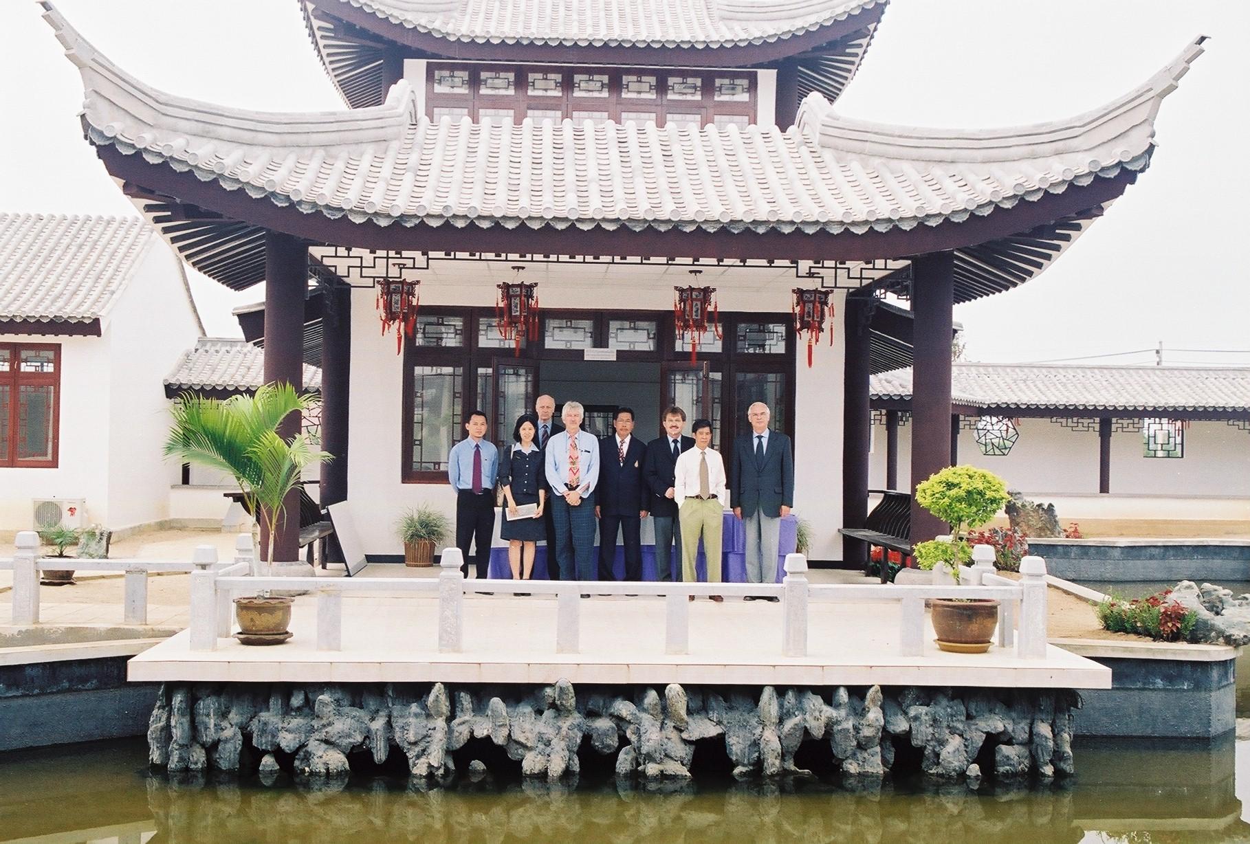 5139 - ฯพณฯ สุรพงษ์ ชัยนาม เอกอัครราชทูตไทยประจำกรุงเบอร์ลิน นำคณะอาจารย์มหาวิทยาลัยในประเทศสหพันธ์สาธารณรัฐเยอรมัน เข้าเยี่ยมชมศูนย์ภาษาและวัฒนธรรมจีนสิรินธร มหาวิทยาลัยแม่ฟ้าหลวง